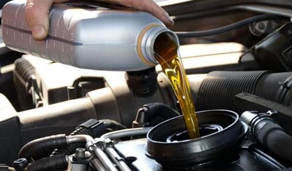 tanica per cambio olio